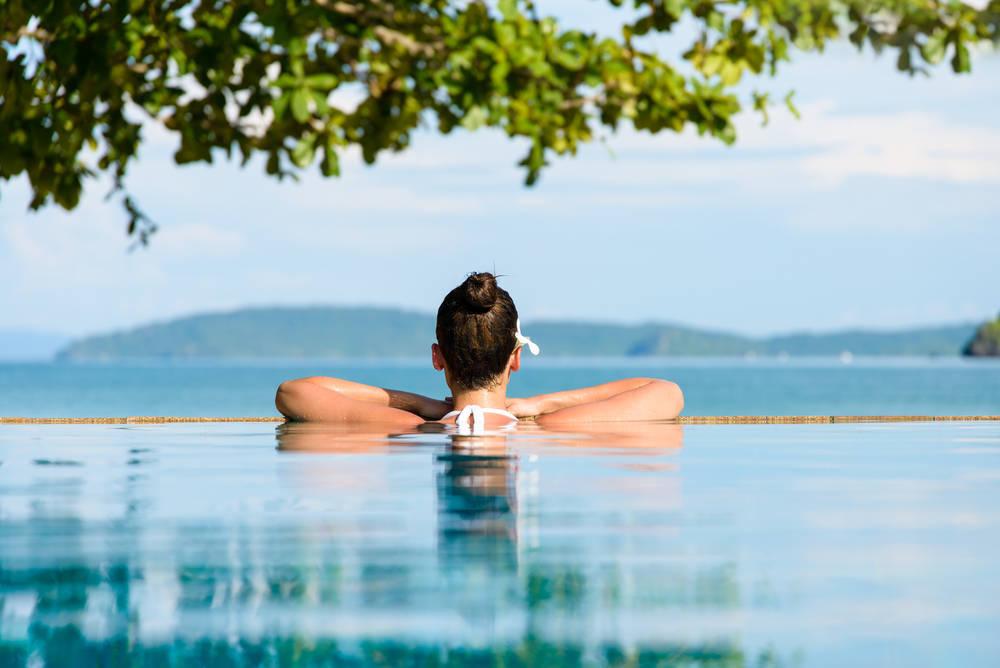 Salud y diversión en el agua. Los beneficios de nadar para el cerebro