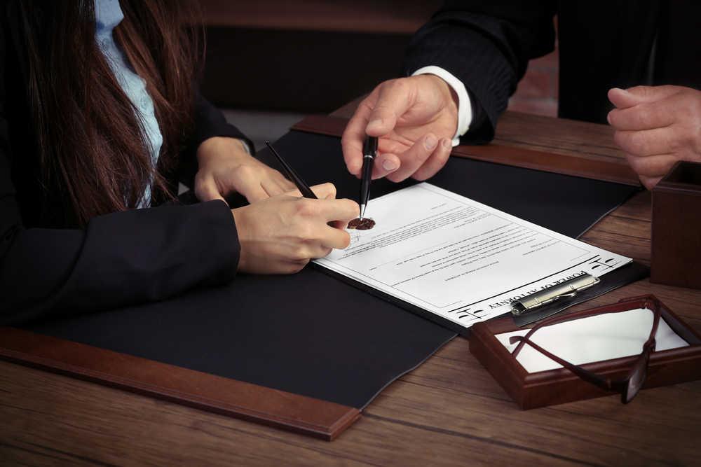 Razones por las que una empresa tiene que contar con un bufete de abogados